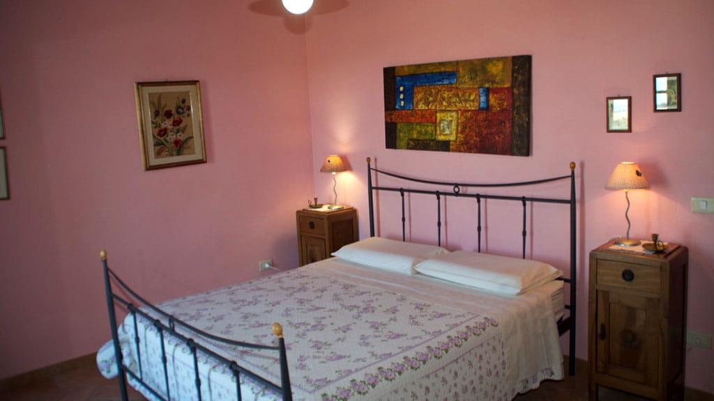 Ferienwohnung Cantinaccia Rosa Schlafzimmer